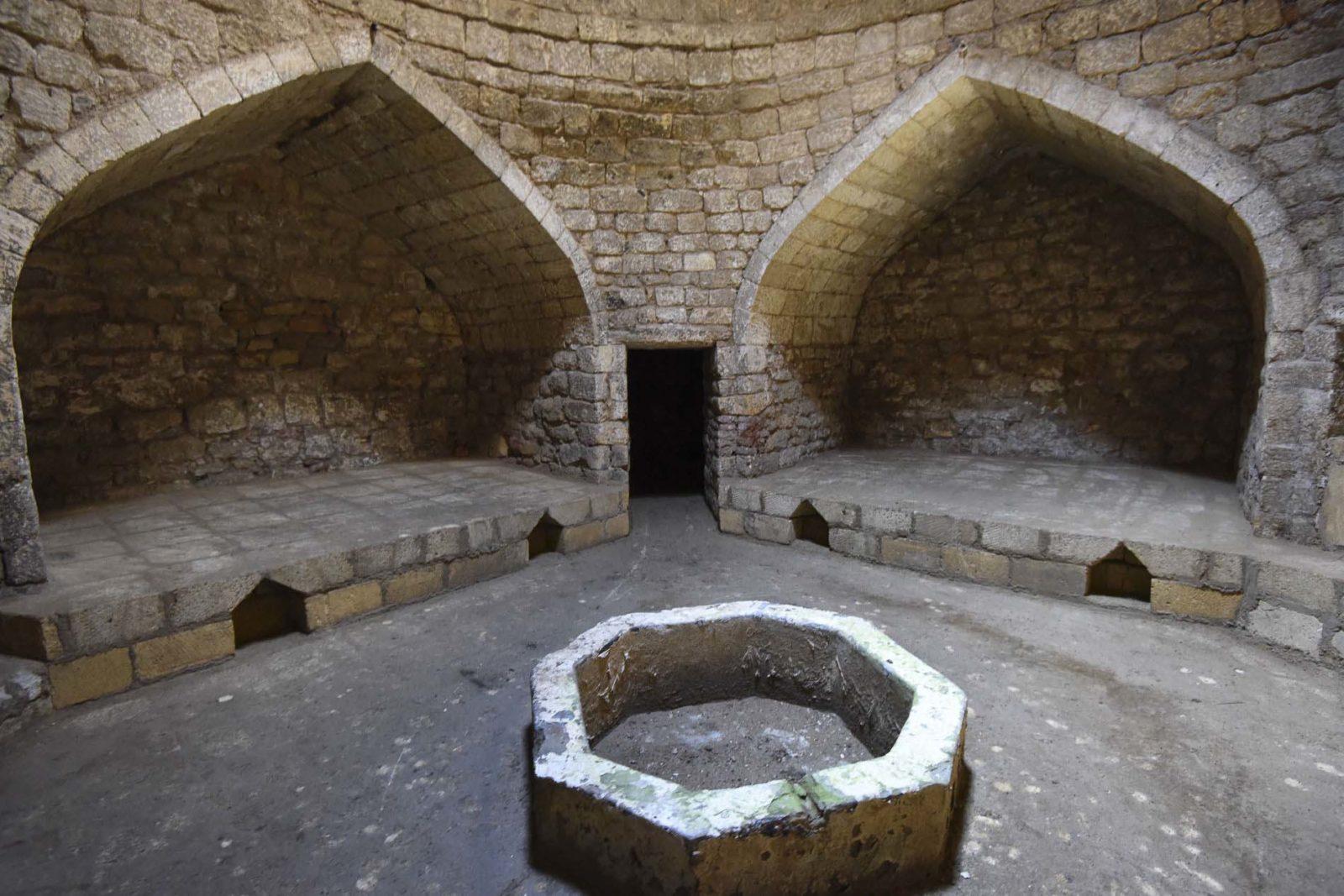 Старинная восточная баня (женская) 1613 г.