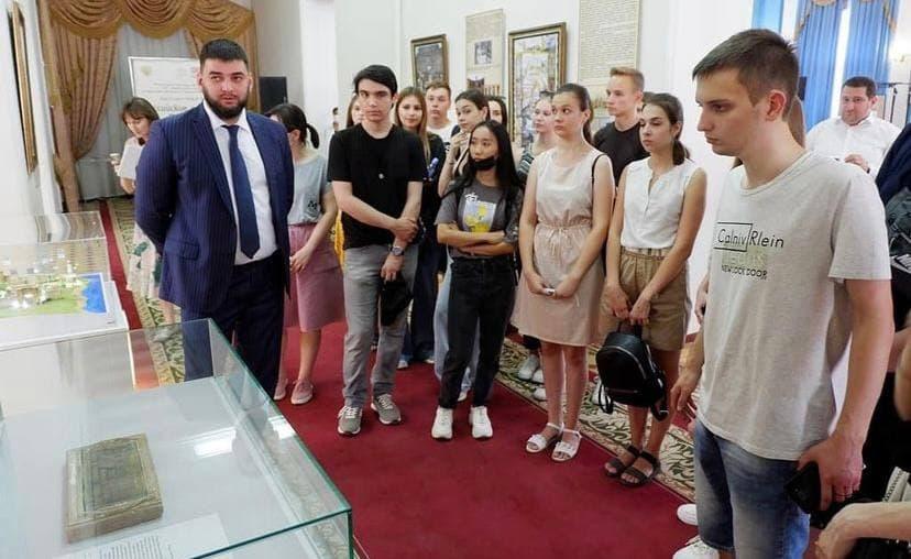 Выставочная экспозиция «Российские императоры в Дербенте».